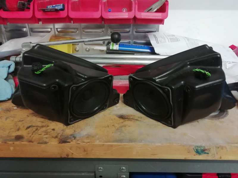 SpeakersR1200CL01.jpg